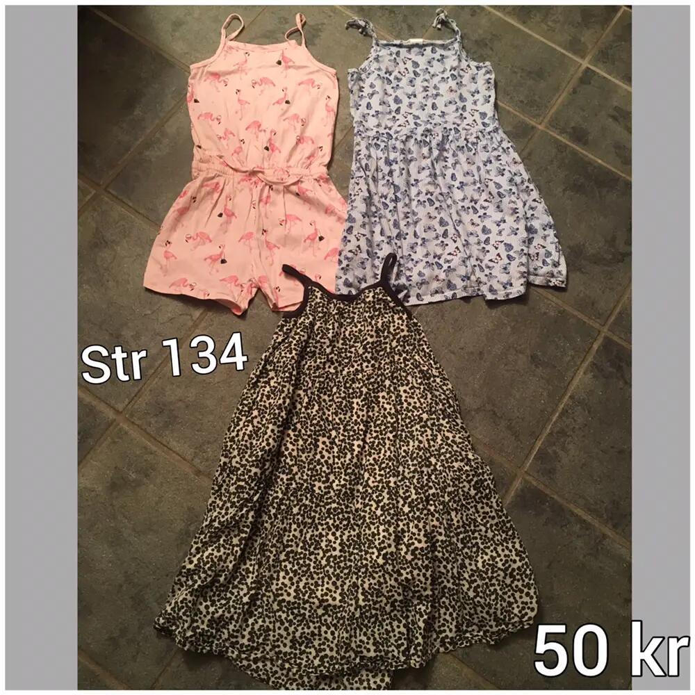 2 kjoler + shortsdragt .